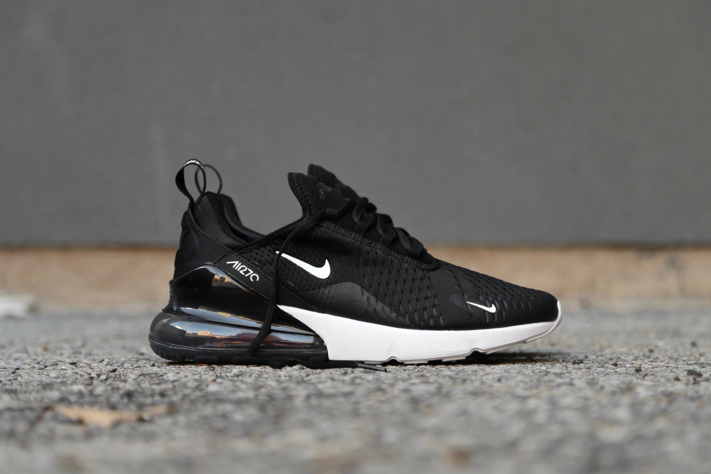 Nike Air Max 270 in Black Anthracite White Solar Red