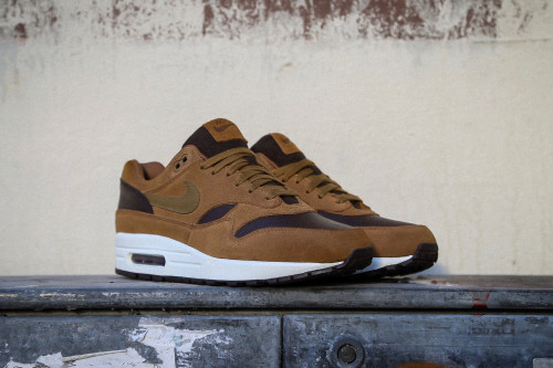 the best attitude 3dd23 ebf7c Nike Air Max 1 Premium LTR - Ale Brown / Golden Beige
