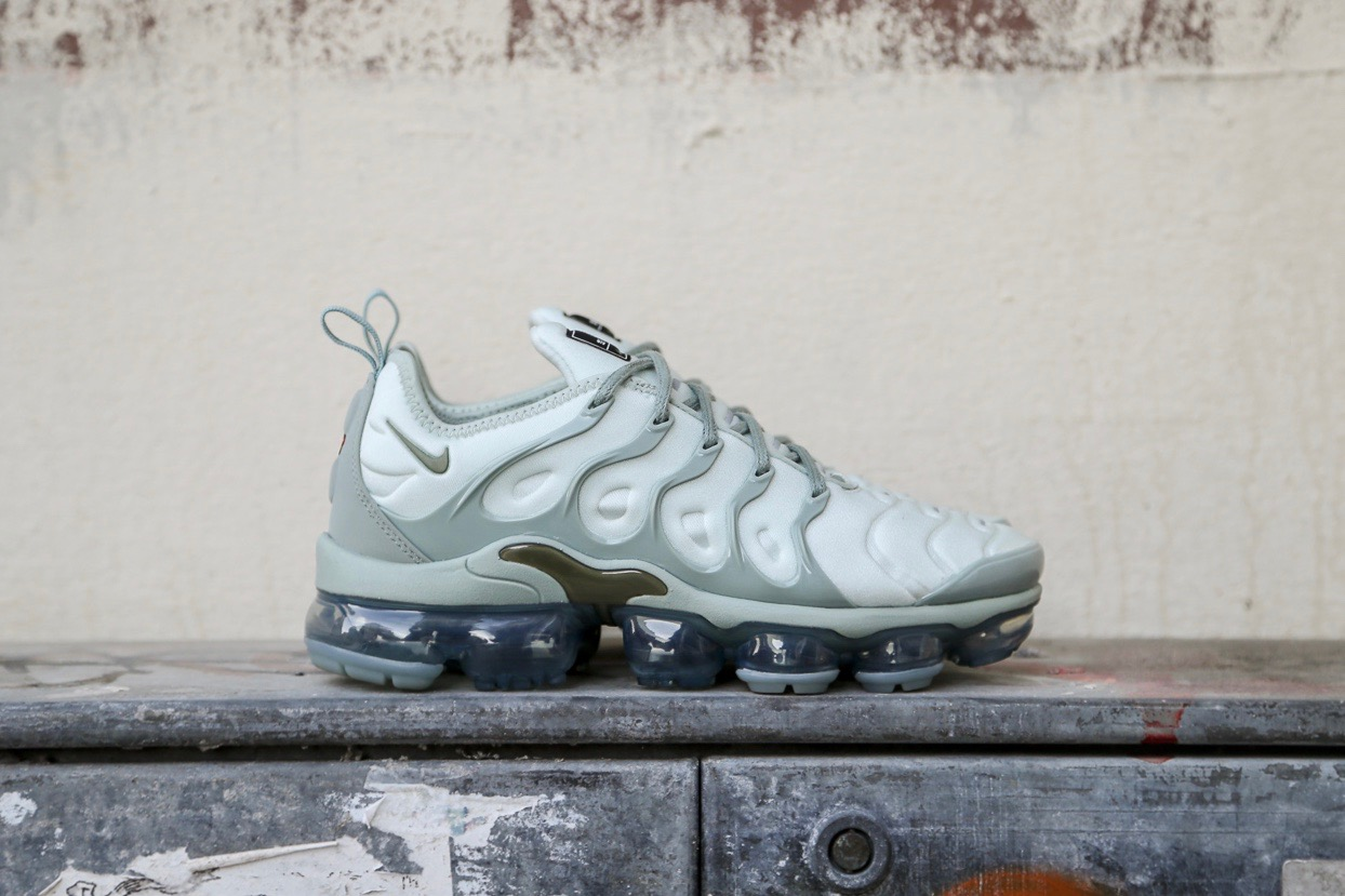 really cheap differently sleek Nike W Air Vapormax Plus - Light Silver / Mica Green / Reflect Silver /  Medium Olive