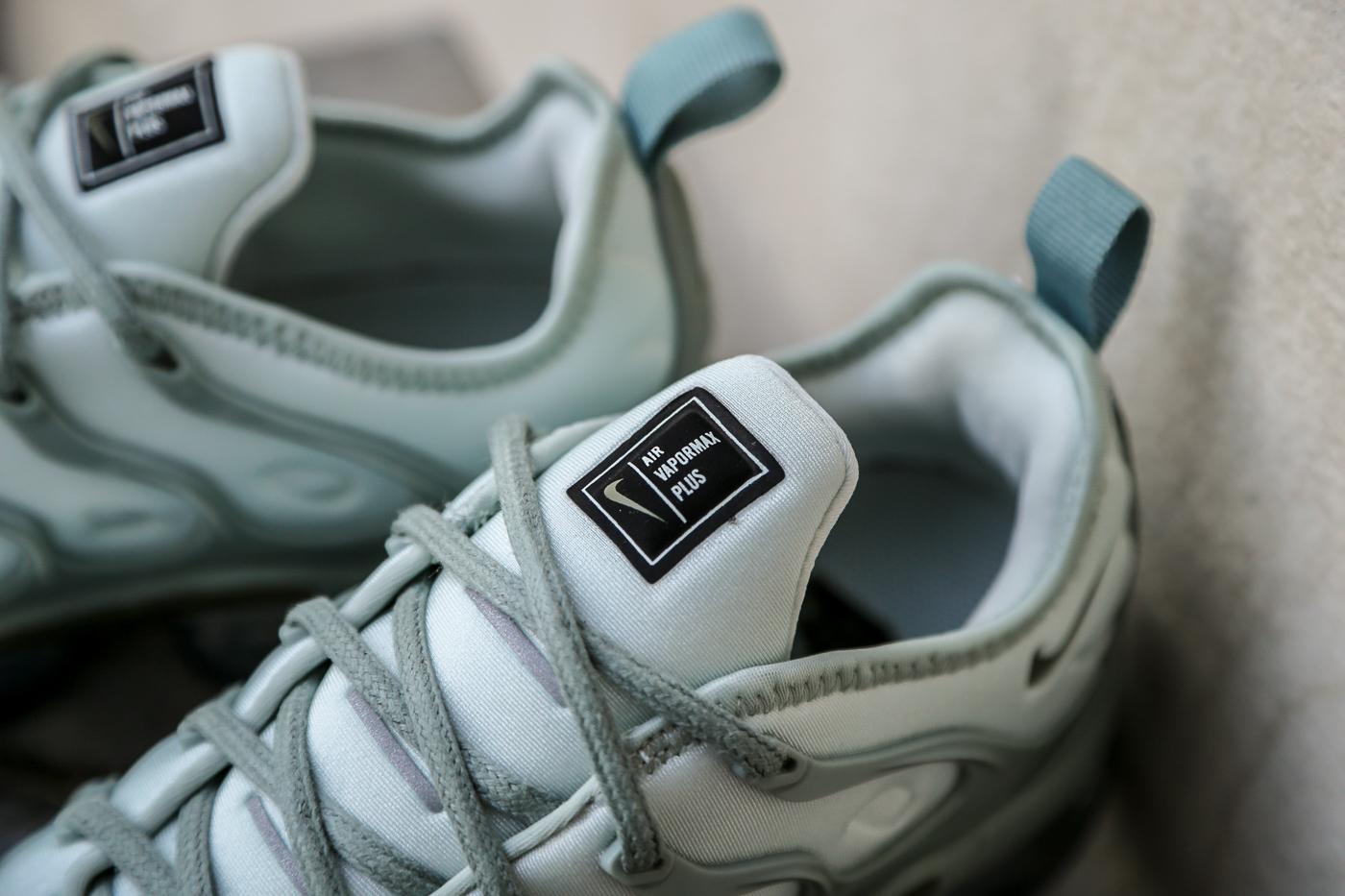 4cbb4acf9ef Nike W Air Vapormax Plus – Light Silver   Mica Green   Reflect ...