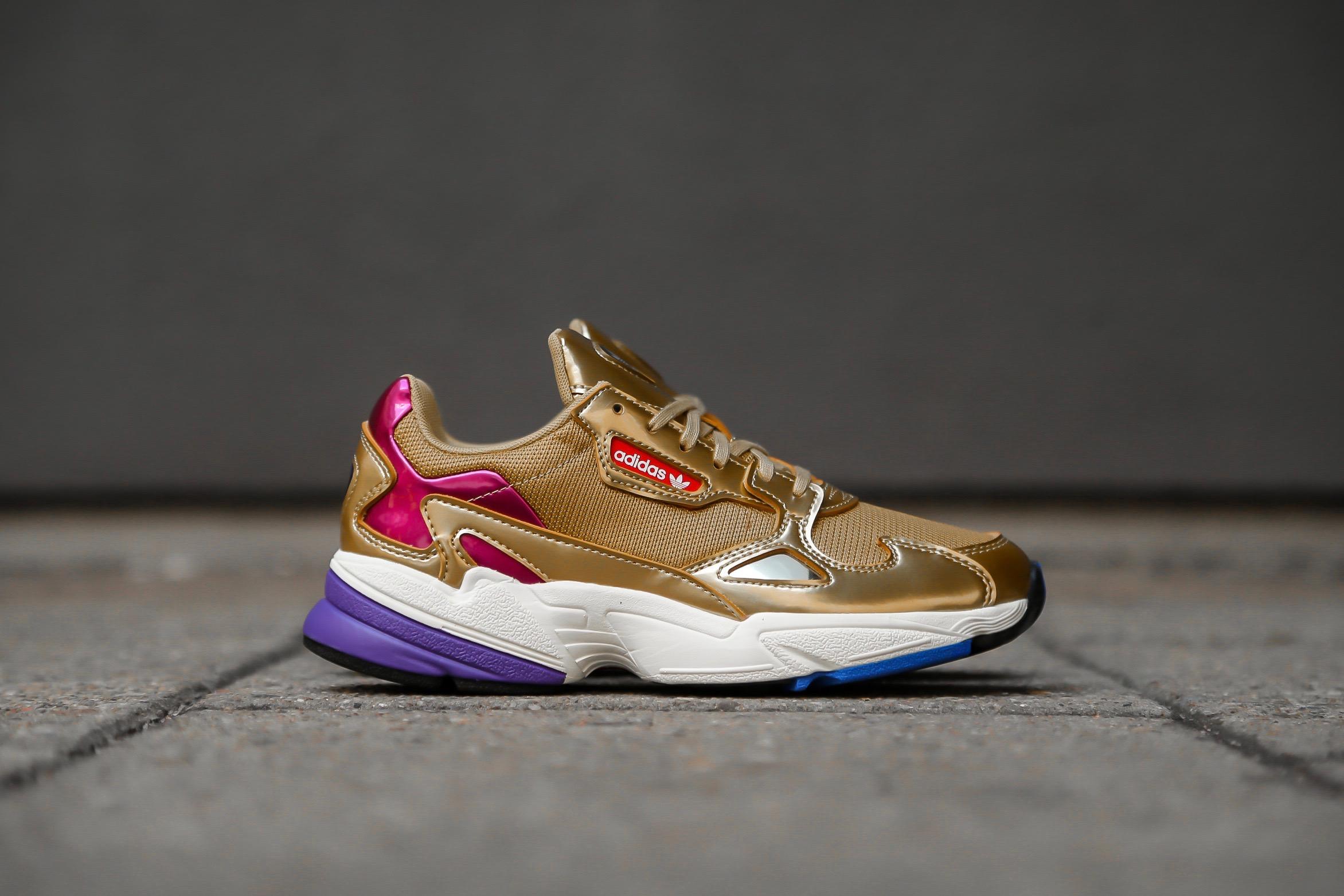 adidas Originals Falcon W – Gold Metallic Off White – STASP
