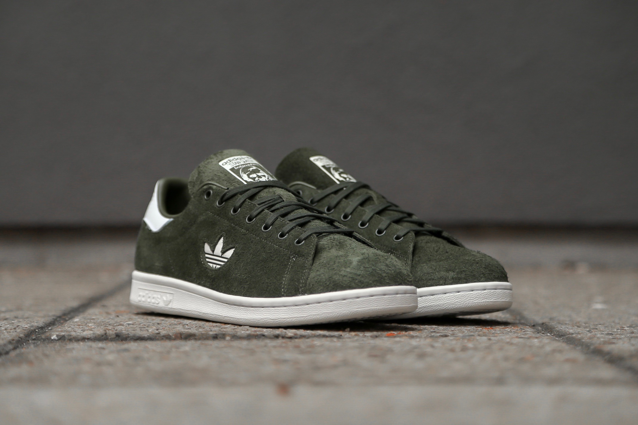 adidas Originals Stan Smith – Night Cargo   Ftwr White   Crystal ... f5c959b2c