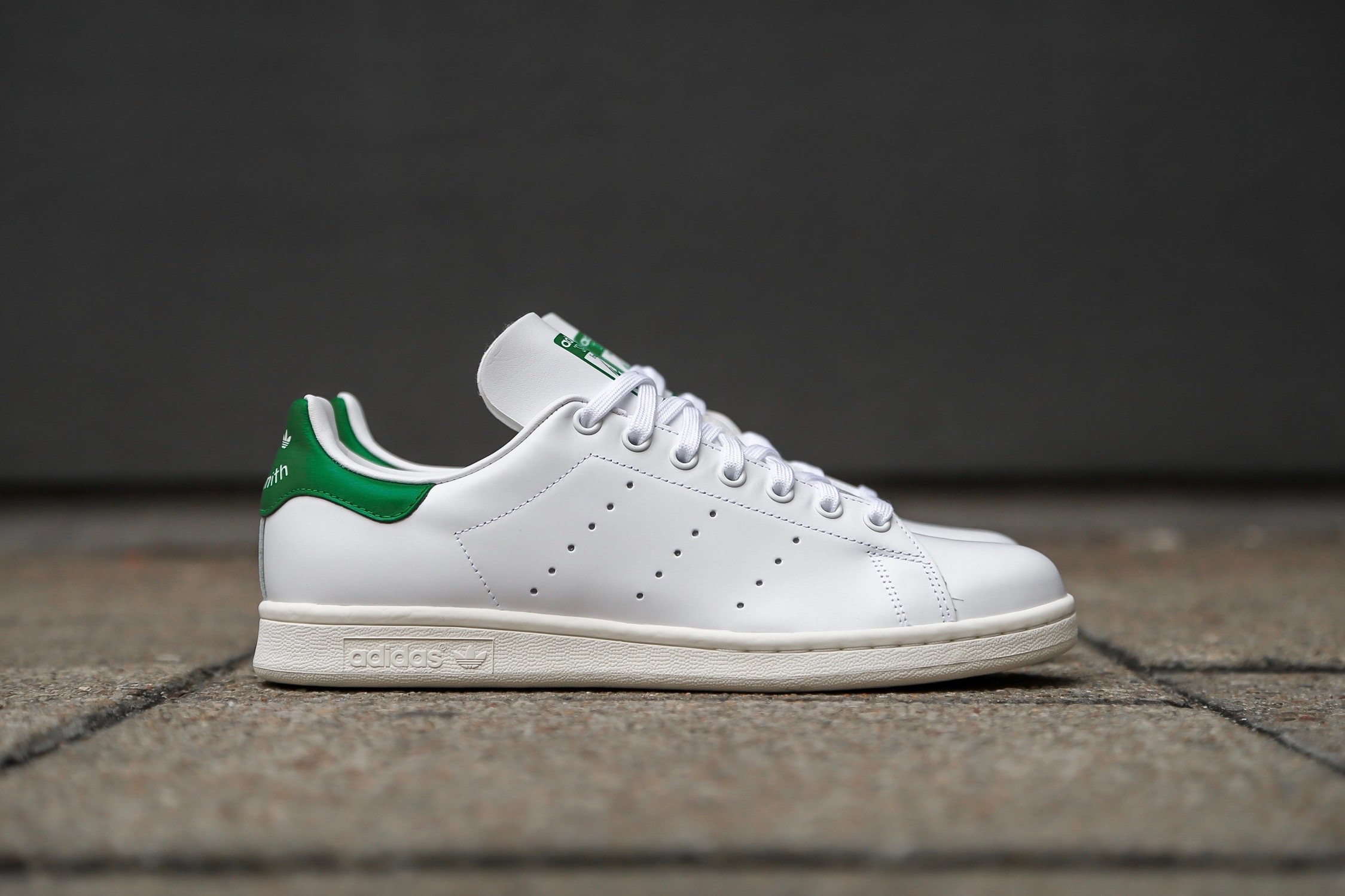 on sale 325c3 00972 adidas Originals Stan Smith - Ftwr White / Off White / Bold Green