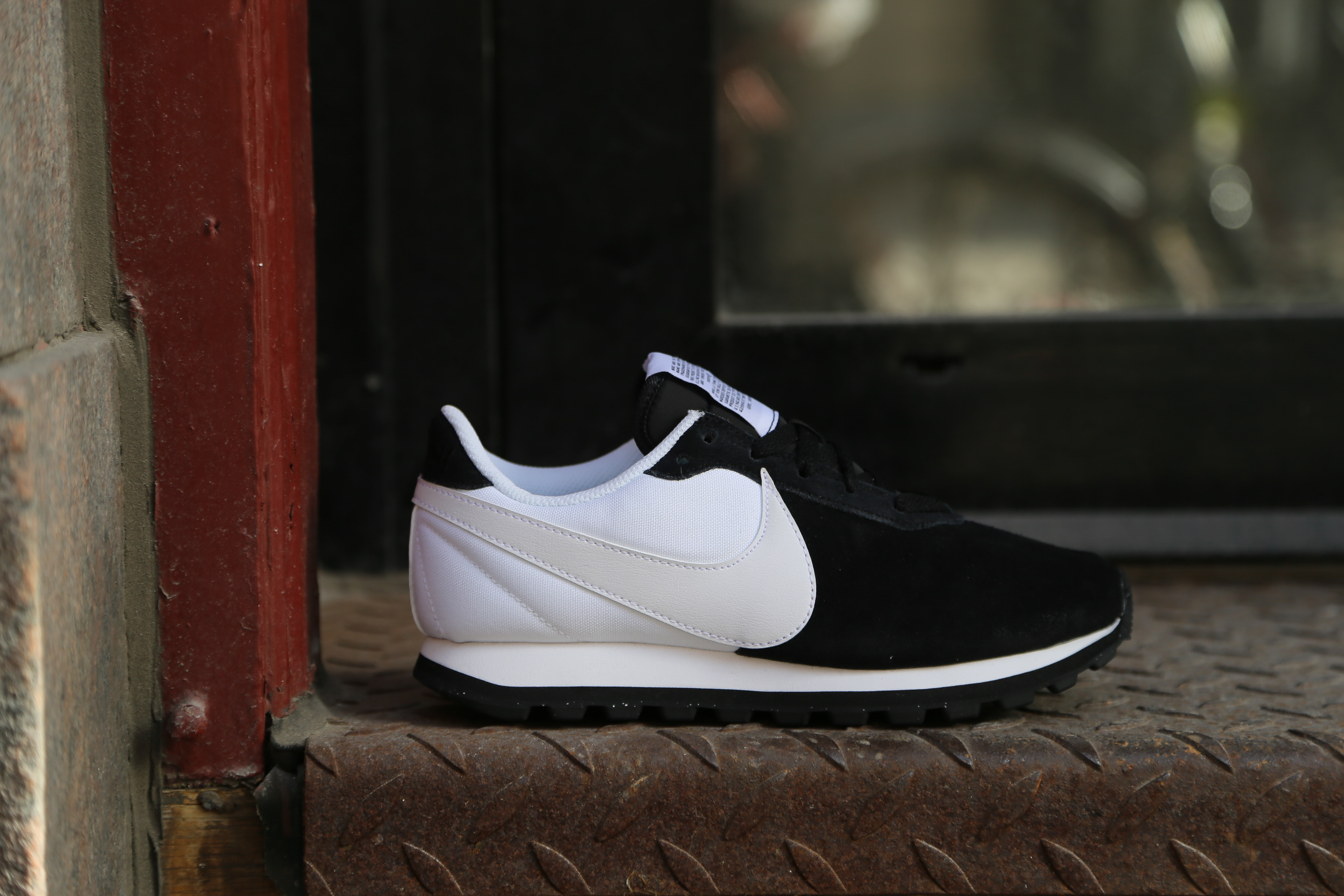 Nike W Pre-Love O.X – Black / White – STASP